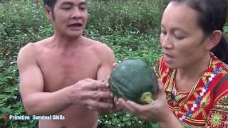 Primitive Life: Girl Find Food meet big Tubers Fruit natural - Survival Skills of forest people