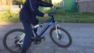 Обучение езды на заднем колесе на велосипеде