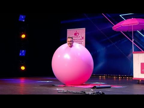 Evert van Asselt verrast met hilarische ballonact - HOLLAND'S GOT TALENT