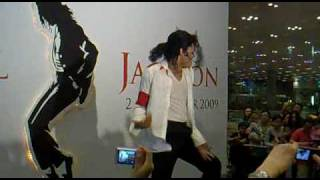 Michael Jackson Best impersonator performs Black or white & Beat It ! thumbnail