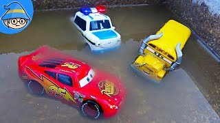 Lightning McQueen car is in the water. Play with the car toy in the surprise egg.