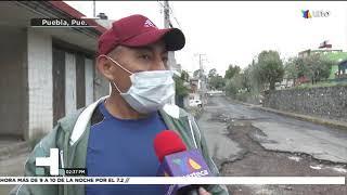 Zanja provoca afectaciones a automovilistas; las lluvias continúan afectando el concreto.
