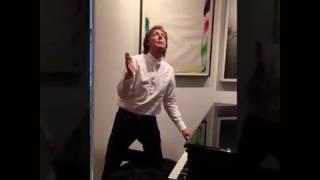 Baixar Paul McCartney #MannequinChallange