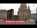 Скандальна інсталяція: у центрі Дрездена вертикально встановили три автобуси