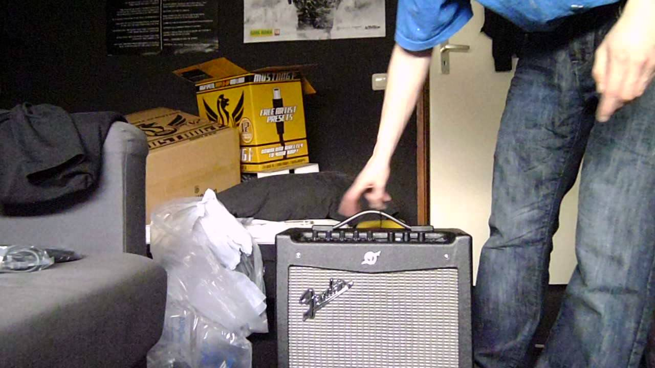fender mustang 1 v2 unboxing part 1 youtube. Black Bedroom Furniture Sets. Home Design Ideas