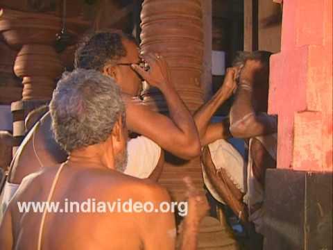 Religious hymns at Kadavallur Anyonyam
