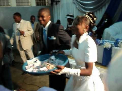 Kondwani & Thokozani Malawi Wedding - Money Throwing