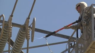 PGE Teaches Linemen How to Work on Energized Power Lines