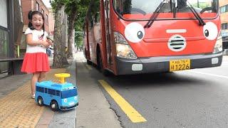 بولام التظاهر باللعب مع حافلة