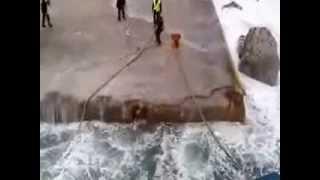 Ferry boat atracando no meio de uma tempestade na Grécia