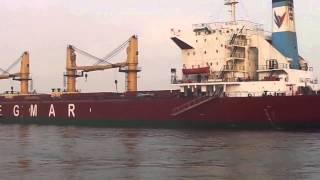 قناة السويس الجديدة : فيديو حصرى لعبور سفينة ومعديتين بجوار الكراكة الصديق  فى نفس التوقيت