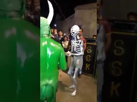 Chori chori dil tera churayenge 😂😜😝Best Skeleton & Hulk dancing....