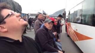Camioneros protestan en el peaje Angostura: no los dejan entrar a Santiago