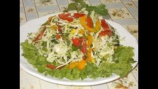 закусочный салат из свежей капусты с помидором и сладким перцем