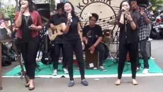 Ran feat. Tulus - Kita Bisa (PMKmoestopo music cover) at Lesehan KOSMIK 2014