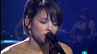 LIGHT AS A FEATHER ~ NORAH JONES live at Ancienne Belgium 2010