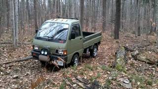 Daihatsu Hijet mini-truck   short drive through the forest ダイハツ・ハイゼット
