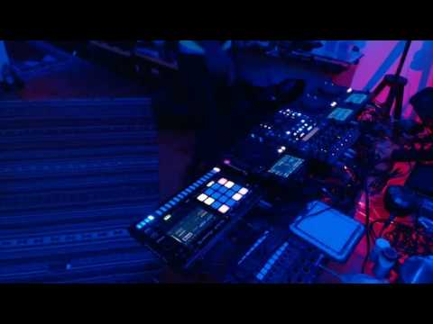 "Pioneer DJ Toraiz SP-16 Live Jam ""Insane"""