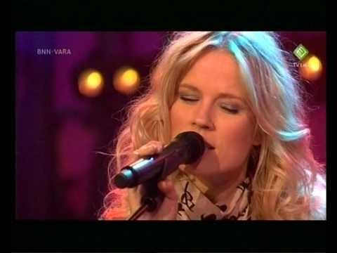 Ilse DeLange bij Paul - Eyes straight ahead [Live at Madiwodovrijdagshow, 31-08-2010]