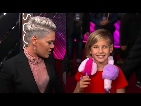 singer-pink-&-her-cute-family-at-awards-2019
