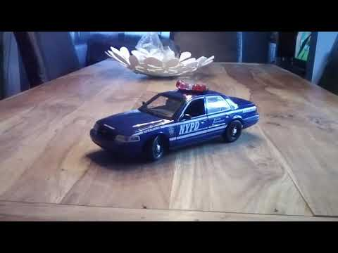 1/18 Ford Crown Victoria NYPD