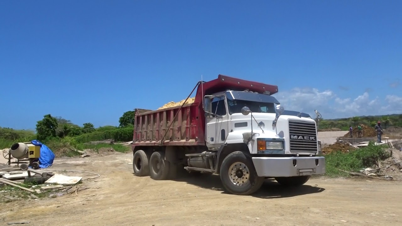 hight resolution of mack rd and mack ch dump trucks