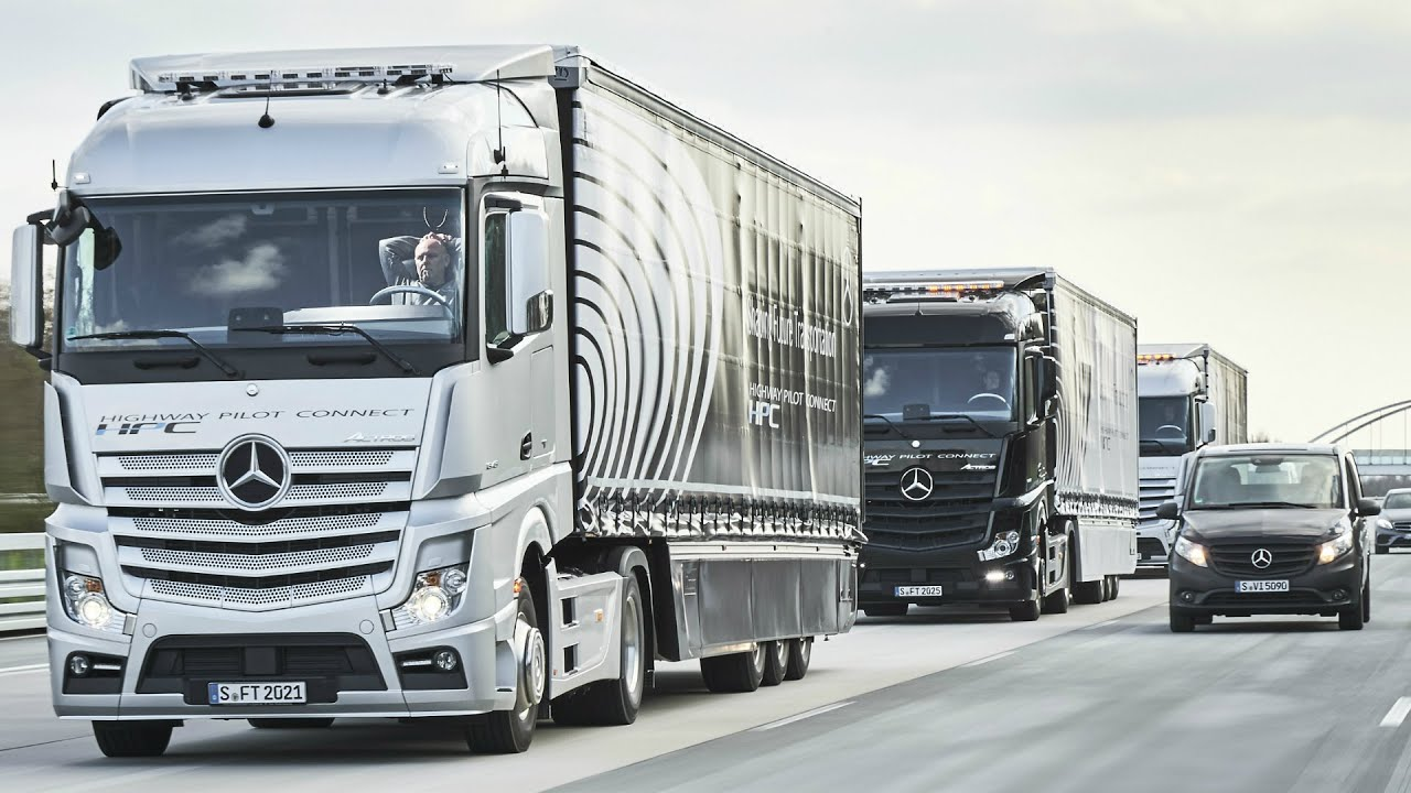 2017 mercedes benz trucks highway pilot connect youtube for Mercedes benz trucks