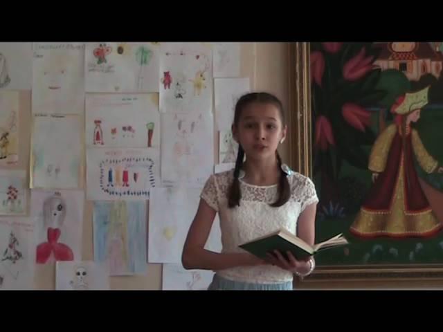 Изображение предпросмотра прочтения – ЕкатеринаЖукова читает произведение «Низкий дом с голубыми ставнями…» С.А.Есенина