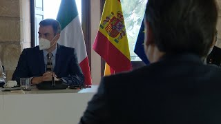 Sánchez y Conte participan en un minuto de silencio contra la violencia de género