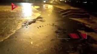 مياه البحر تغرق شوارع دمياط بسبب الطقس السيء