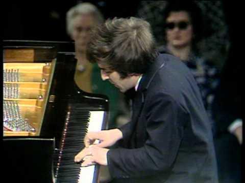 Ashkenazy plays Beethoven Piano Concerto No. 3 1/3