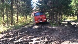 КАМАЗ едет по грязи, лучшие грузовые автомобили