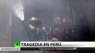 El incendio de un bus deja decenas muertos en una terminal de pasajeros de Lima