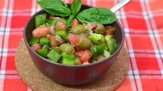 Средиземноморский салат из помидор и оливок