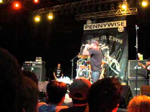 Pennywise - Waiting - live, Curitiba 05/12/2010 mp3