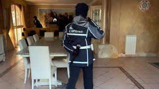 Roma, dentro la villa dei Casamonica sequestrata: idromassaggio, piscina e champagne