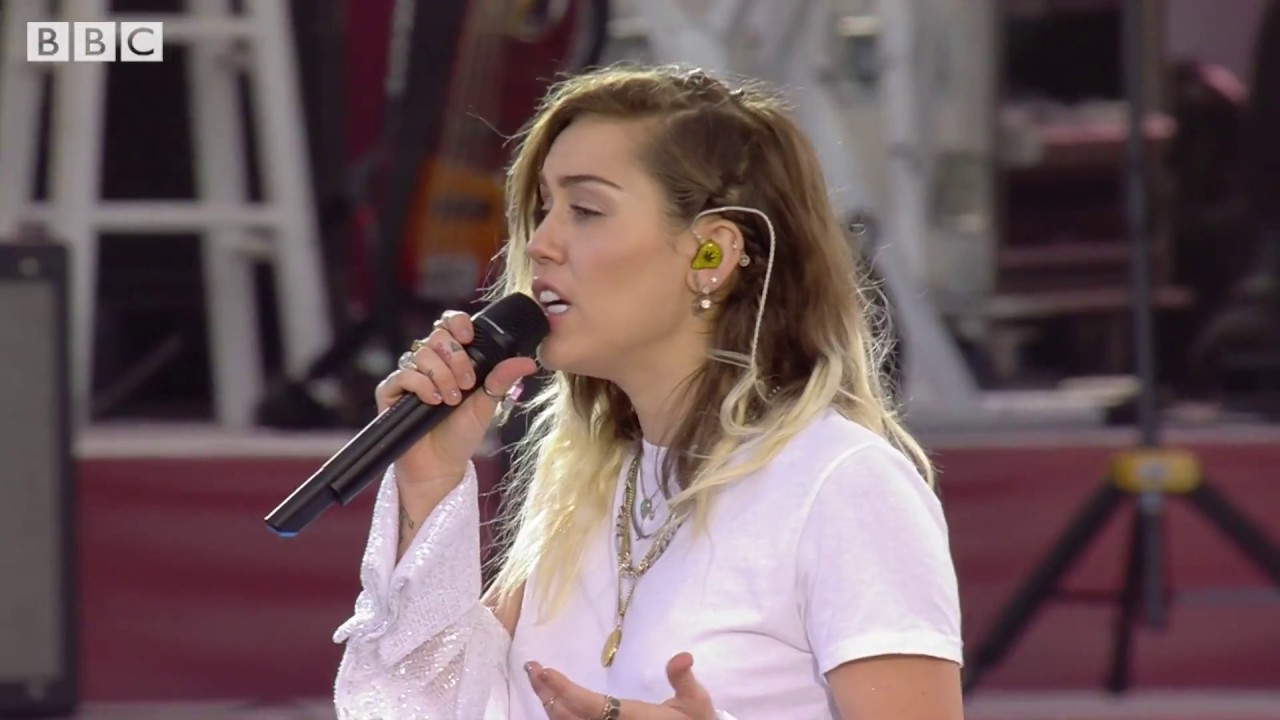 miley cyrus inspired one love manchester 6 4 17 youtube