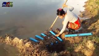 Awesome! Creative Smart Girl Catch A Lot Of Eels By Deep Hole Super Eel Trap Using 5 PVC