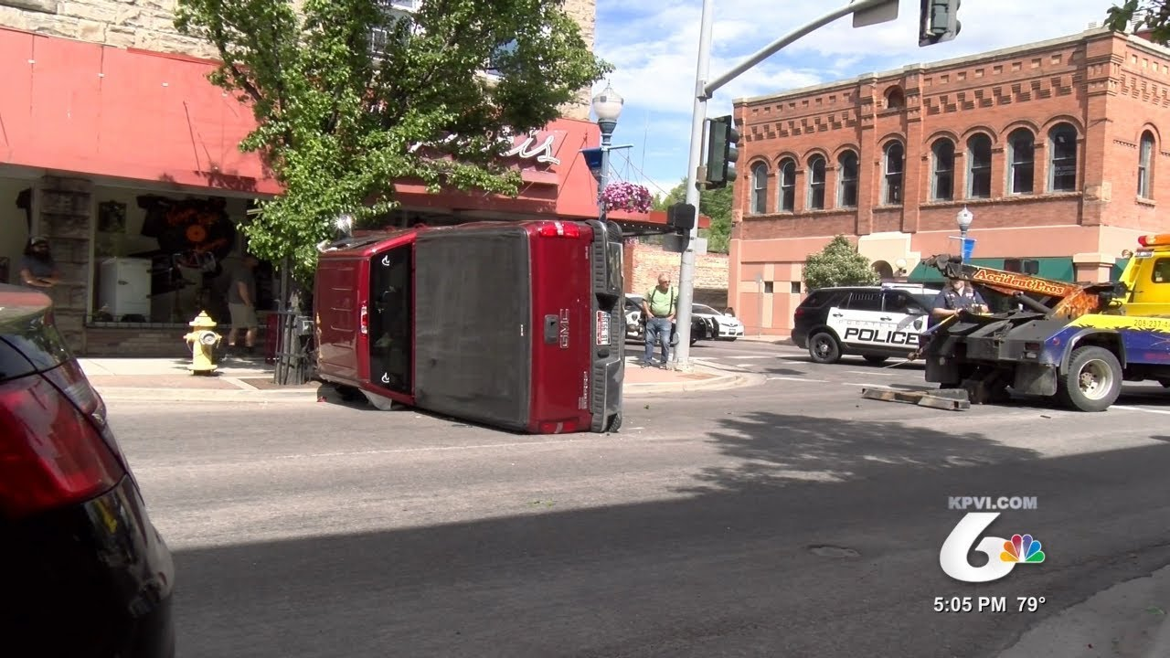 Witnesses to Car Crash in 'Old Town' Worry About Bad Intersection