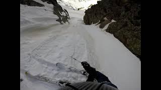 Esquí dins de la canal oest del pic d'Escobes