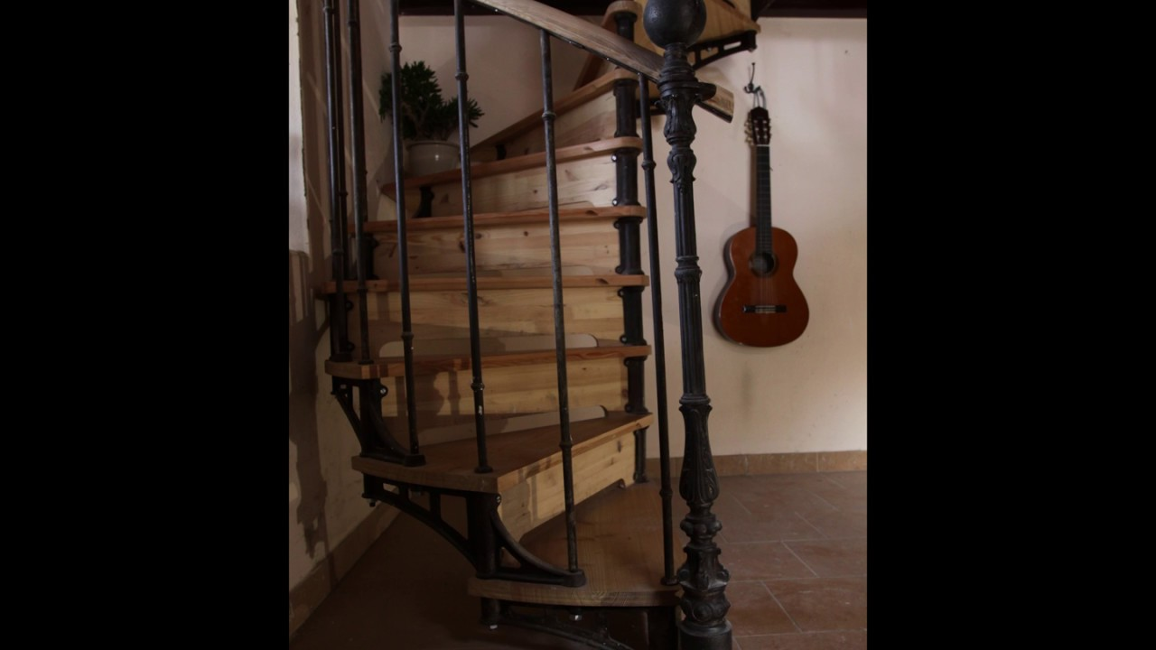 escalier helico dal youtube. Black Bedroom Furniture Sets. Home Design Ideas