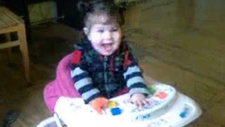 Bebel de 8 luni danseaza cand ii canta mami <3