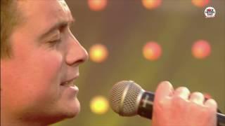 Rode Neuzen Dag: Ik heb je lief (live bij Q)