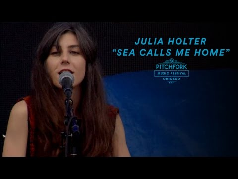 """Julia Holter Performs """"Sea Calls Me Home""""   Pitchfork Music Festival 2016"""