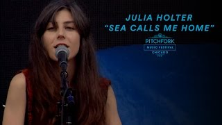 """Julia Holter Performs """"Sea Calls Me Home"""" 
