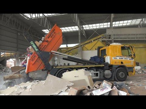 Garbage Trucks / Skip Lifts: DPR Kontenerowy Wywóz w Krakowie - 동영상