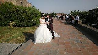 №2.Шикарная армянская свадьба.Жених и невеста выходят из церкви после венчания.