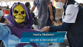 Durante la aplicación de la segunda dosis de la vacuna Pfizer-BioNtech en Morelia, una persona acudió disfrazada de Skeletor a recibir el inmunológico y sus fotos se hicieron virales