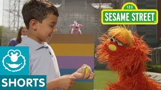 Sesame Street: Bouncing Balls | Murray's Science Experiements