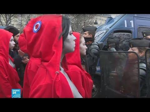 فرنسا: حركة عاريات الصدر -فيمن- تشارك في احتجاجات -السترات الصفراء-  - 15:56-2018 / 12 / 15
